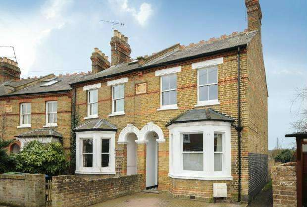 3 Bedrooms End Of Terrace House for sale in Bolton Road, Windsor