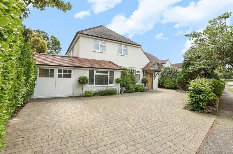 4 Bedrooms Detached House for sale in St Richard's Way, Aldwick, Bognor Regis, PO21