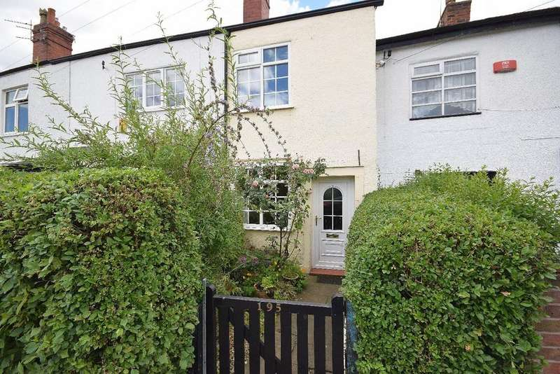2 Bedrooms Terraced House for sale in London Road South, Poynton