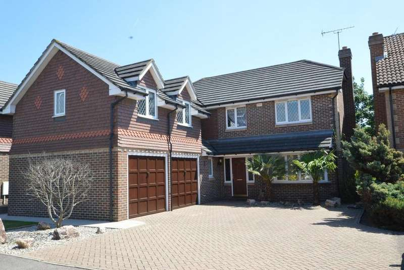 5 Bedrooms Detached House for sale in Brunel Close, Romford, RM1