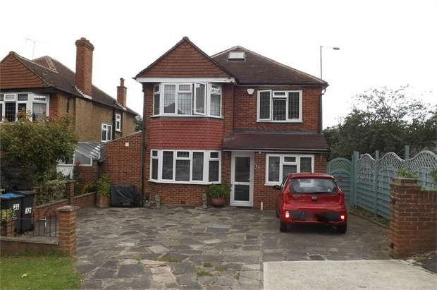 4 Bedrooms Detached House for sale in Kelvin Grove, Chessington, Surrey