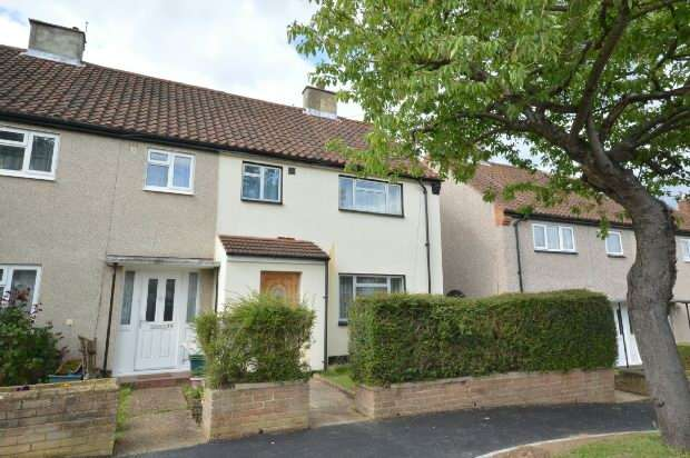 3 Bedrooms Semi Detached House for sale in Stormont Way, Chessington