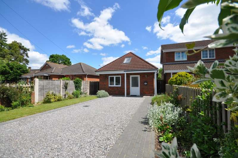 2 Bedrooms Bungalow for sale in Eastfield Lane, Ringwood, BH24 1UP