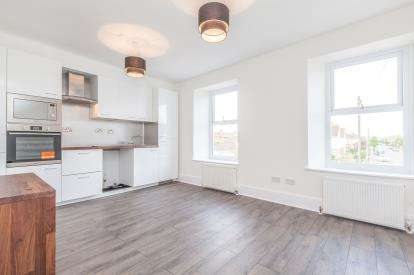 2 Bedrooms Flat for sale in Weston-Super-Mare, Somerset, .
