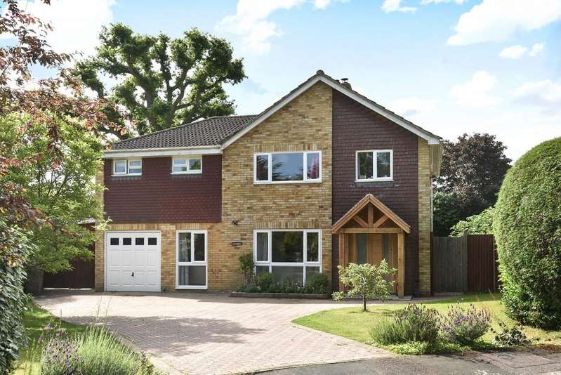 5 Bedrooms Detached House for sale in Beam Hollow, Farnham