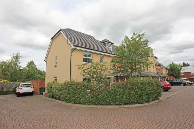 3 Bedrooms End Of Terrace House for sale in Carisbrooke Close, Stevenage, SG2 8QQ