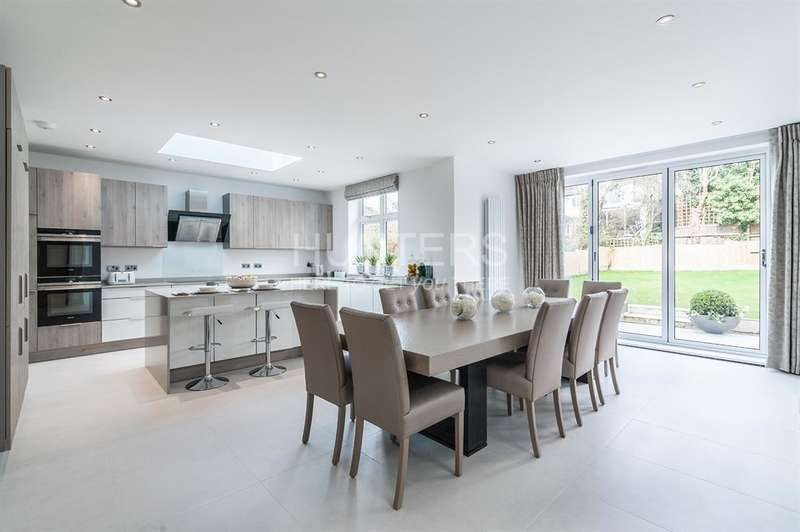 5 Bedrooms House for sale in Dunstan Road, London, NW11 8AA