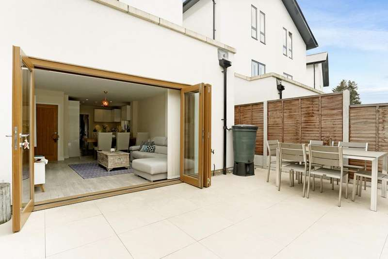 3 Bedrooms Semi Detached House for sale in Godwin Terrace, Harold Wood, Romford, RM3