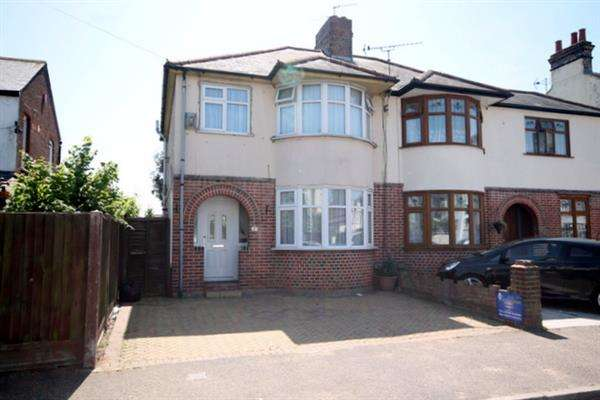 3 Bedrooms House for sale in Page Road, Clacton on Sea