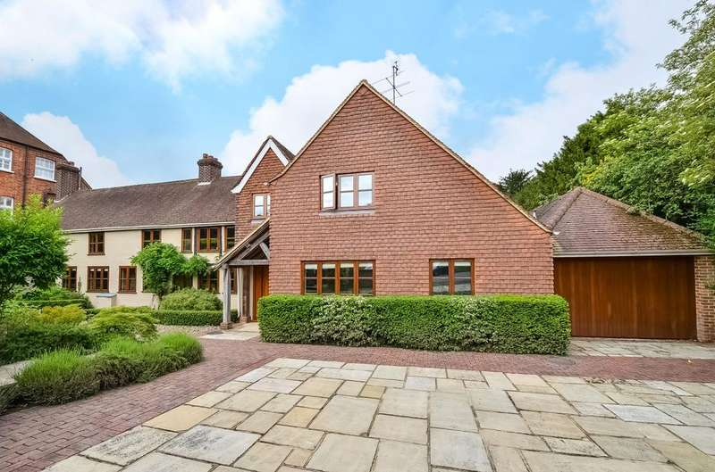 4 Bedrooms Detached House for sale in Crown Lane Chislehurst BR7