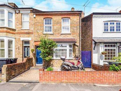3 Bedrooms Semi Detached House for sale in Loughton, Essex, 24 Meadow Road
