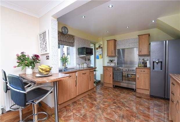 5 Bedrooms Semi Detached House for sale in Brenley Close, Mitcham, Surrey, CR4