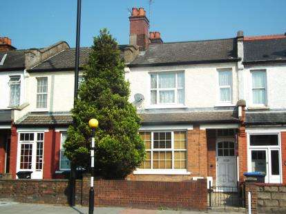 2 Bedrooms Flat for sale in Southbury Road, Enfield, Hertfordshire
