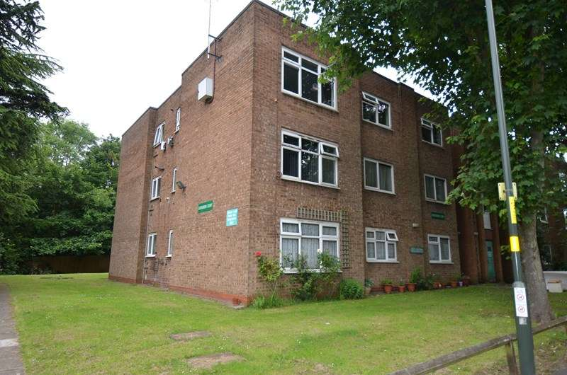2 Bedrooms Ground Flat for sale in Ashfield Avenue, Kings Heath, Birmingham