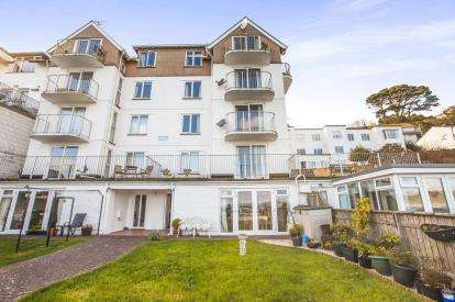 2 Bedrooms Flat for sale in Marine Drive, Looe, Cornwall