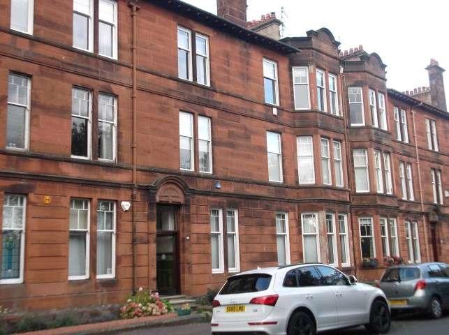 3 Bedrooms Flat for rent in Kirkcaldy Road, Pollokshields, Glasgow