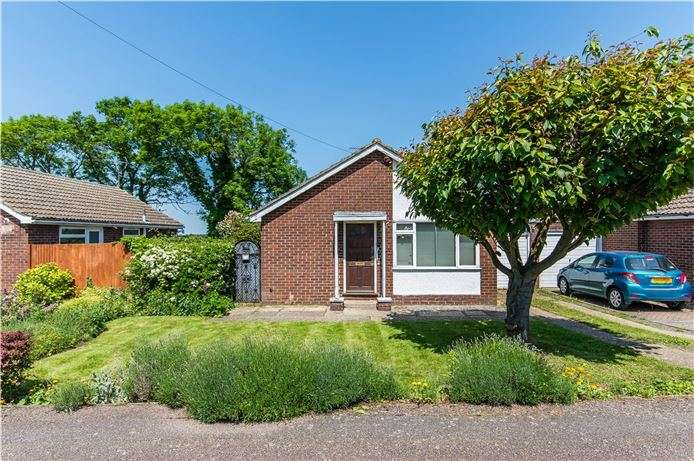 2 Bedrooms Detached Bungalow for sale in Youngman Avenue, Histon, Cambridge