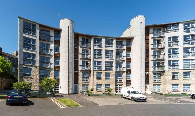 2 Bedrooms Flat for sale in Couperfield, Leith, Edinburgh, EH6 6HG