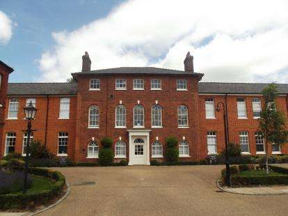 2 Bedrooms Flat for sale in Old St. Michaels Drive, Braintree
