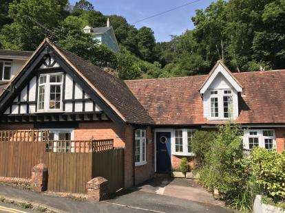 4 Bedrooms End Of Terrace House for sale in Weeke Hill, Dartmouth
