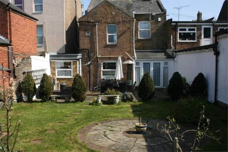 3 Bedrooms Semi Detached House for sale in Grange Road, Ramsgate