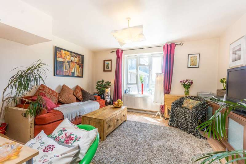 2 Bedrooms Flat for sale in Newington Green Road, Islington, N1