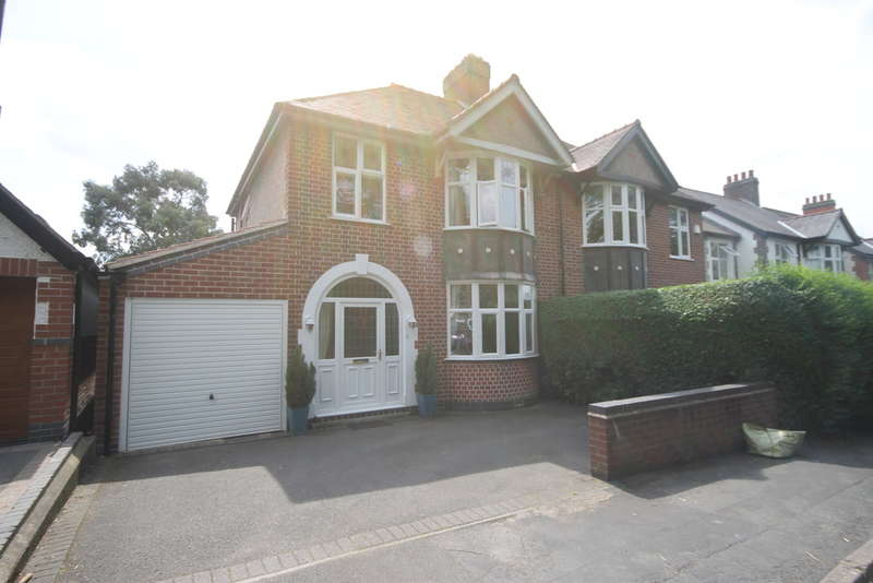 3 Bedrooms Semi Detached House for sale in St Georges Avenue, Hinckley