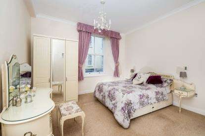 2 Bedrooms Flat for sale in Bank Street, Teignmouth, Devon