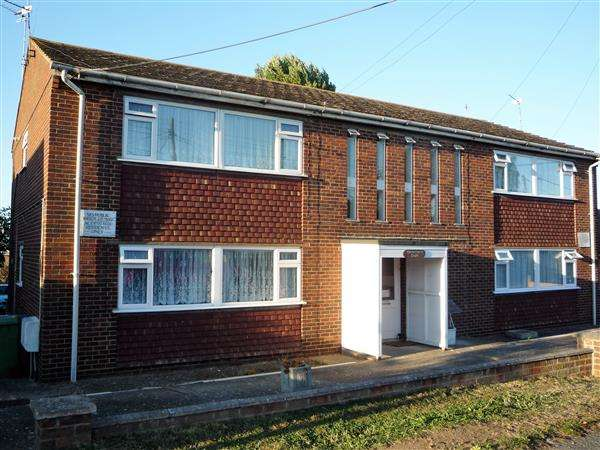 2 Bedrooms Apartment Flat for sale in Harvestville Court, Summerville Avenue, Minster On Sea, Sheerness