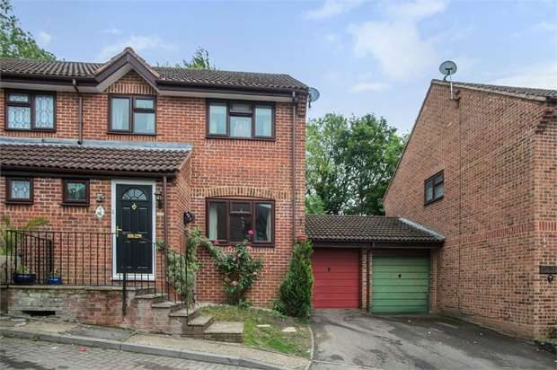 4 Bedrooms Semi Detached House for sale in Dunwood Rise, High Wycombe, Buckinghamshire