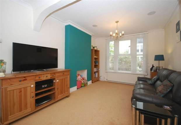 3 Bedrooms Semi Detached House for sale in Chaffinch Road, Beckenham, Kent