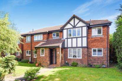 1 Bedroom Retirement Property for sale in Chartwell Drive, Farnborough Village