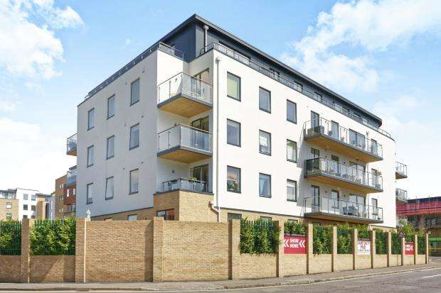 2 Bedrooms Flat for sale in Sullivan Road, Camberley, Surrey