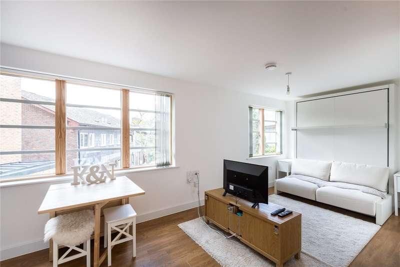 Flat for sale in Mildmay Avenue, London, N1