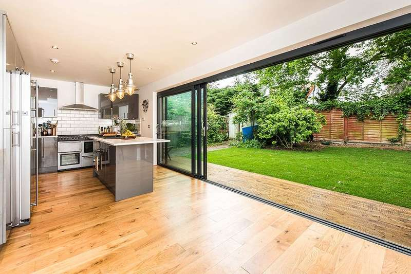 4 Bedrooms Semi Detached House for sale in Glebe Way, Twickenham, TW13