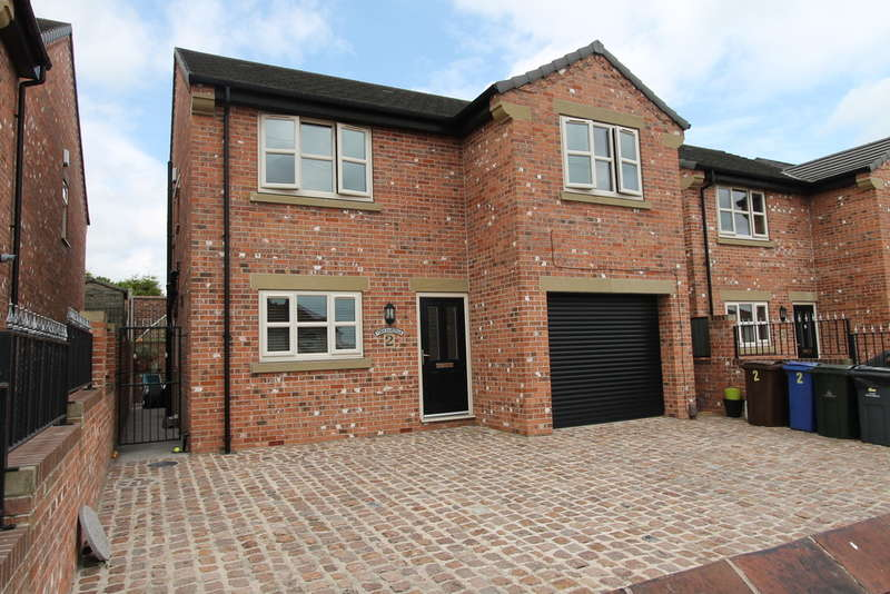 4 Bedrooms Detached House for sale in Georges Close, Barnsley, S71 2FE