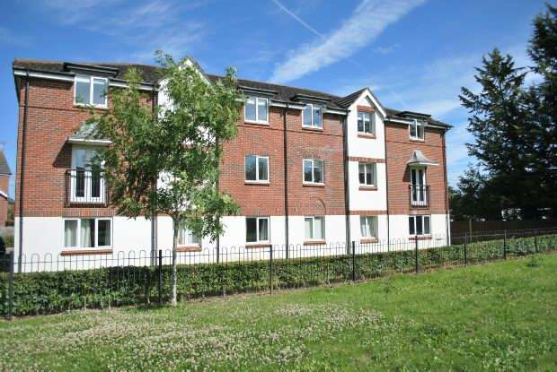 2 Bedrooms Flat for sale in Benham Drive Spencers Wood Reading