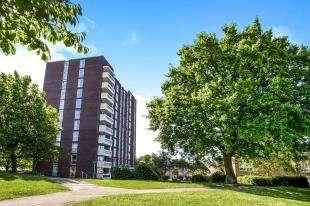 2 Bedrooms Flat for sale in Maybourne Grange, Turnpike Link, Croydon, Surrey