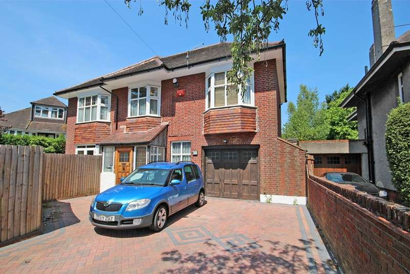 5 Bedrooms Detached House for sale in Littledown Avenue, Littledown, Bournemouth