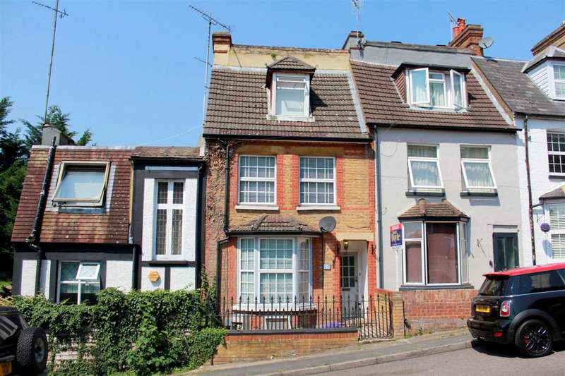 3 Bedrooms House for sale in SPACIOUS 3 BED convenient for LOCAL SCHOOLS and STATION with LINKS to LONDON in Glenview Road, Boxmoor