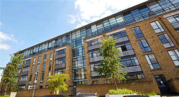 2 Bedrooms Flat for sale in Point Wharf, London