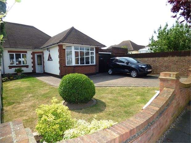 3 Bedrooms Semi Detached Bungalow for sale in Dulverton Avenue, Westcliff on sea, Westcliff on sea, SS0 0HR