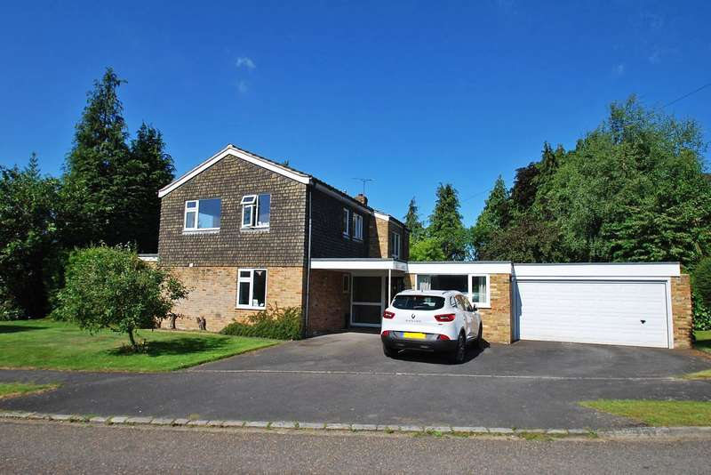 4 Bedrooms Detached House for sale in Howe Drive, Beaconsfield, HP9