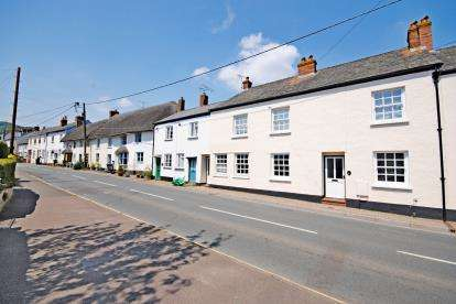 2 Bedrooms Flat for sale in Church Street, Sidford, Devon