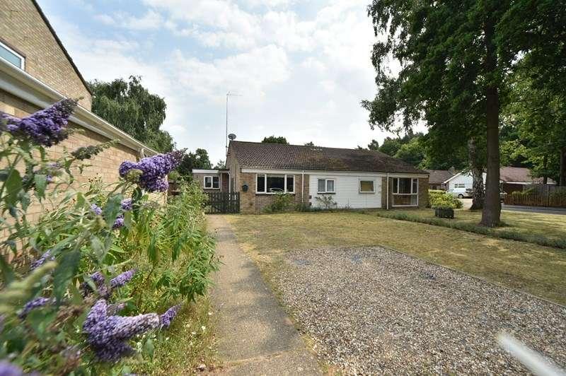 4 Bedrooms Bungalow for sale in Woodlands Way, Mildenhall, BURY ST EDMUNDS