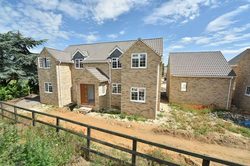 4 Bedrooms Detached House for sale in Aspal Lane, Beck Row, Bury St. Edmunds