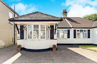 2 Bedrooms Bungalow for sale in Brookside Way, Shirley, Croydon, Surrey