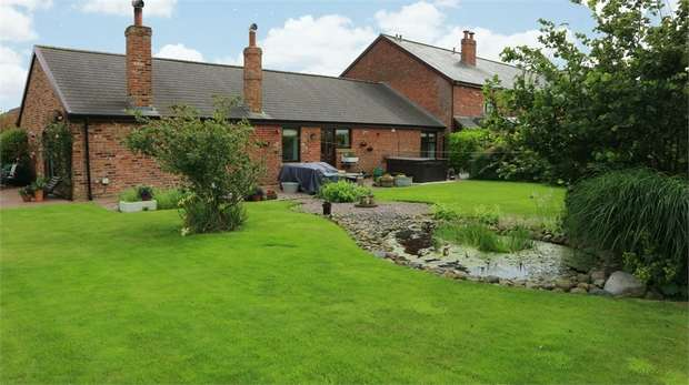 3 Bedrooms Barn Conversion Character Property for sale in Roseacre Road, Roseacre, Preston, Lancashire