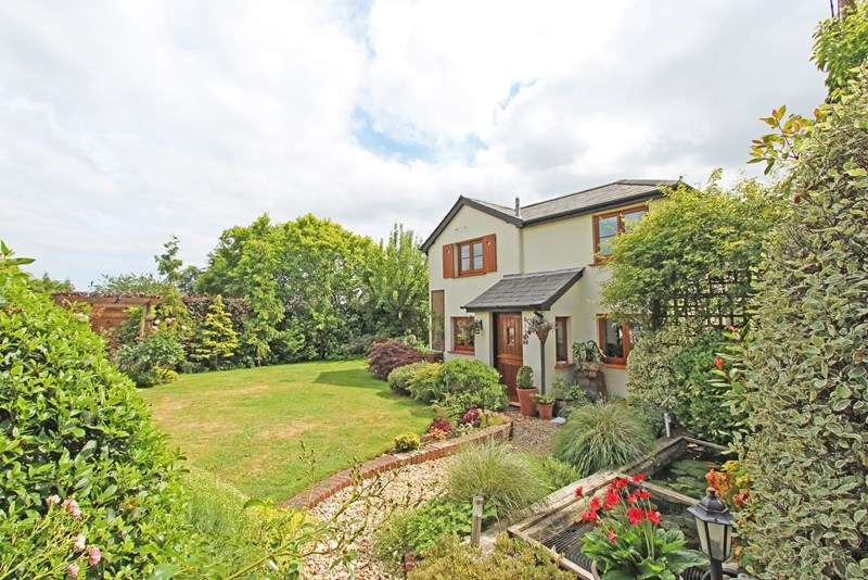 4 Bedrooms Detached House for sale in Manchester Road, Sway