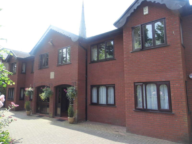 4 Bedrooms Flat for sale in Radnor House, Upper Park Road, Salford, M7